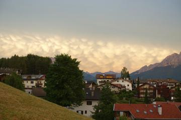 Mammatus-Wolken über Deutschnofen und Latemar