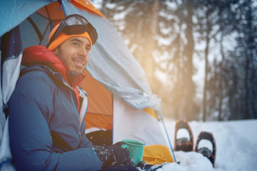 Photo sur Toile Glisse hiver Solo indian man traveller camping through an evergreen winter fo