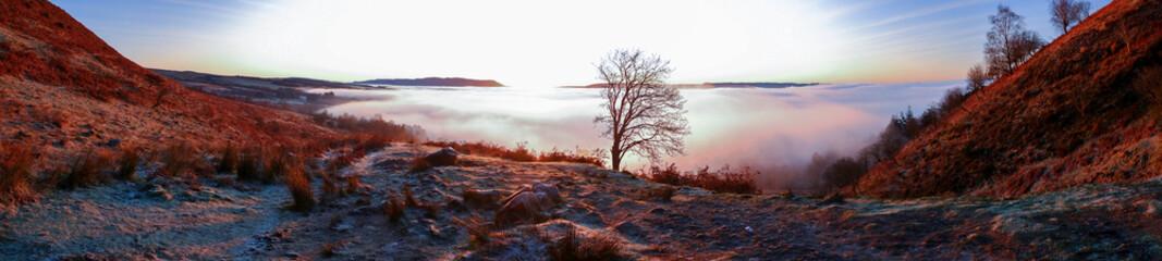 Foto auf AluDibond Braun Winter sunrise views from Conic Hill, Loch Lomond Scotland