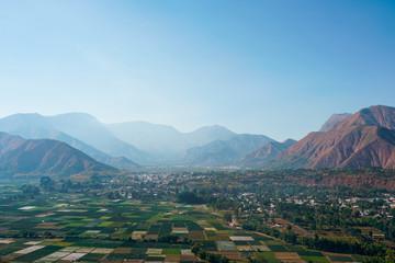 Papiers peints Bleu vert Belle vue sur une vallée depuis le sommet de la colline de Pergasingan à Lombok