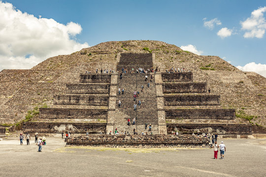 pyramid of sun and the moon teotihuacan