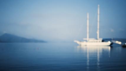 Foto auf AluDibond Schiff Blurred view on yacht in the blue sea.