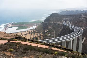 Autobahnbrücke an der Nordküste aug Gran Canaria.