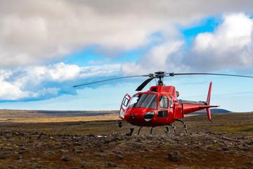 Papiers peints Hélicoptère Hubschrauber Helikopter Island Reykjavík Thrihnukagigur Vulkan Skigebiet Abenteuer Landung Rotor rot Pilot einfliegen Landeplatz Wildnis Lavafeld Reise Tourismus Luxus Exkursion