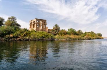Fotorollo Altes Gebaude Philae egyptian temple in aswan nile river