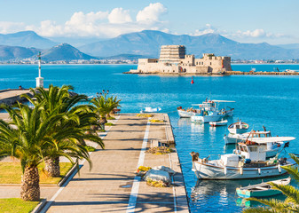 Nafplio city sea promenade and Bourtzi fortress on small island in Greece Fototapete