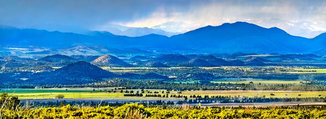 Panorama of Klamath Mountains in northwestern California Fotobehang