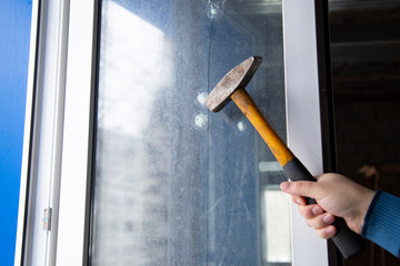Test the protective film installed on the glass.Hammer beat on glass on which the protective film is established.