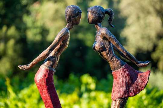 """""""The first Kiss"""" sculpture in bronze"""
