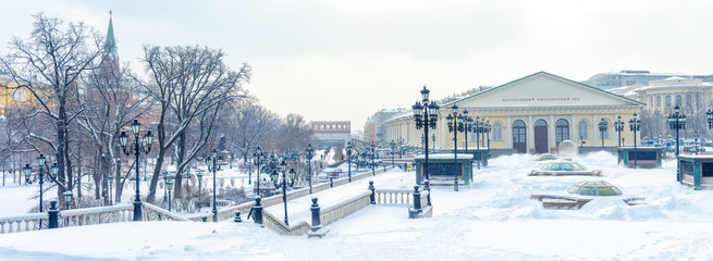 Fototapete - Moscow in winter, Russia. Snowy Alexander Garden and Manezhnaya Square near Moscow Kremlin.