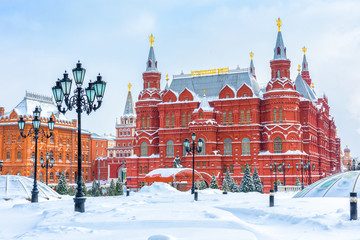 Fototapete - Moscow in winter, Russia. Manezhnaya Square overlooking State Historical Museum near Moscow Kremlin.