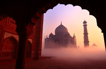 Taj Mahal at sunrise Fotomurales