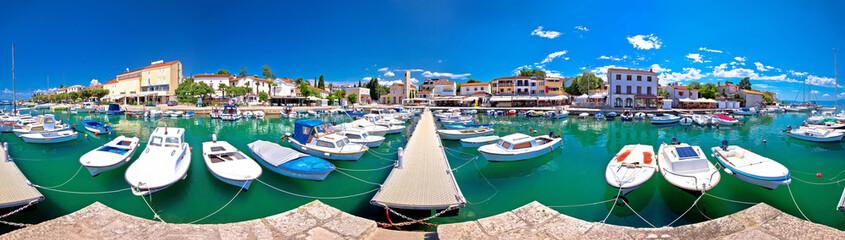 Krk. Town of Malinska harbor and turquoise waterfront panoramic view Fototapete