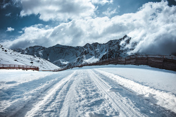 Photo sur Aluminium Bleu jean Winter background of road and free space for your decoration.