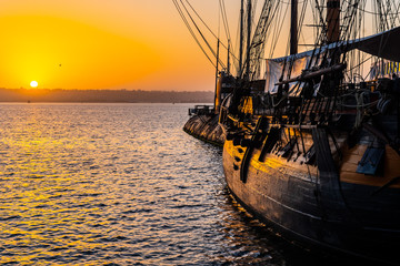 HMS Surprise ship, a tall modern replica of HMS Rose docked at Maritime Museum on the waterfront harbor bay in San Diego, Southern California at sunset. Fotomurales