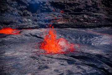 Lava jets out of Erta Ale lake Fototapete