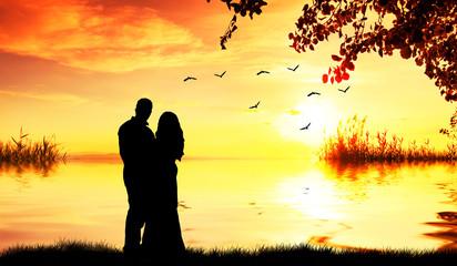Wall Mural - pareja de enamorados abrazados mirando el paisaje