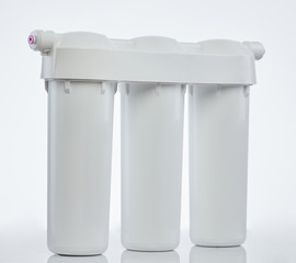 White cleaning water filter system
