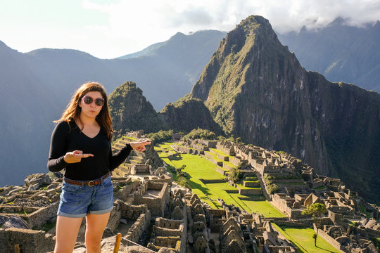 Jackie points to Huayna Picchu