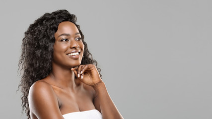 Fototapete - Happy young attractive black girl with flawless skin and natural makeup
