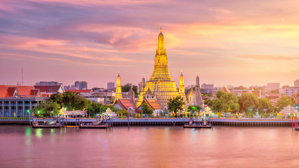 Autocollant pour porte Bangkok Beautiful view of Wat Arun Temple at twilight in Bangkok, Thailand