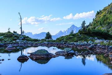 Obersee, hinten das Dachsteinmassiv