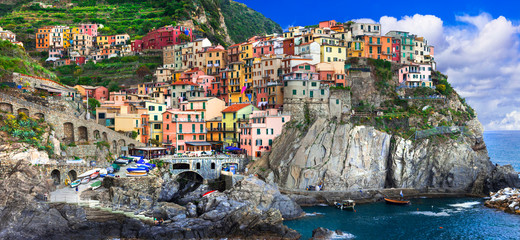 Photo sur cadre textile Europe Méditérranéenne Colorful village Manarola in famous Cinque terre in Liguria, travel and landmarks of Liguria