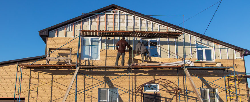 Installation of siding on the walls of the house