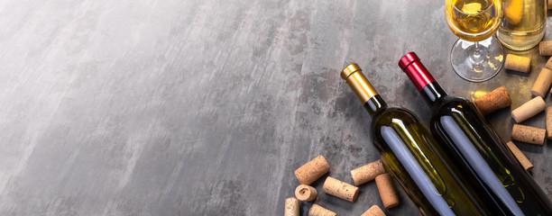 Spoed Foto op Canvas Wijn wine bottles and glass on table
