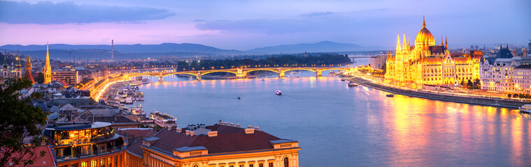 Keuken foto achterwand Boedapest Panorama of Budapest and Hungarian Parliament.