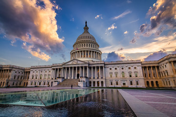 Storm rising over United States Capitol Building, Washington DC Fotomurales