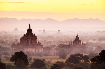 Foto auf Acrylglas Gelb Schwefelsäure The pagoda landscape with beautiful fog in the morning in Myanmar