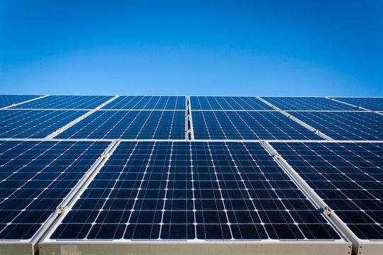 太陽光発電ソーラーパネルのイメージ