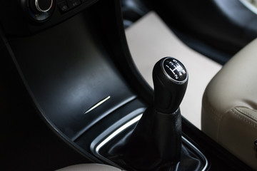 Manual gearbox for changing gears of cars