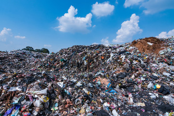 Papiers peints Gris traffic The mountain of plastic waste from urban communities and industrial districts and the blue sky