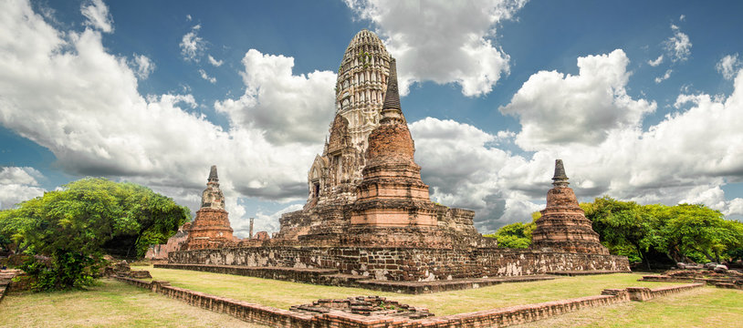 Temple Ayutthaya historical park.that famous temple.that major tourist attraction of Ayutthaya.