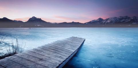 Wall Mural - zugefrorener See mit Holzsteg