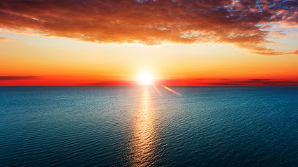Foto op Plexiglas Groen blauw Aerial view of sun rising over sea.