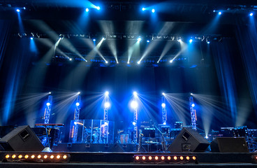 Bright beautiful rays of light on an stage before the concert. - fototapety na wymiar