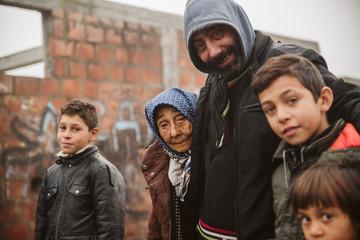 Gypsy family in an Gypsy street  Fototapete