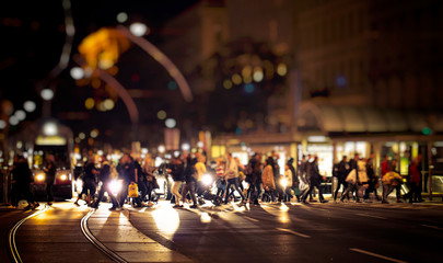 Fotomurales - pedestrians crossing night street in the city