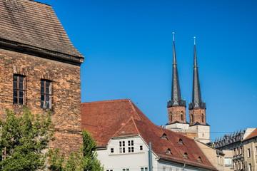 halle saale, deutschland - idyllisches panorama der altstadt