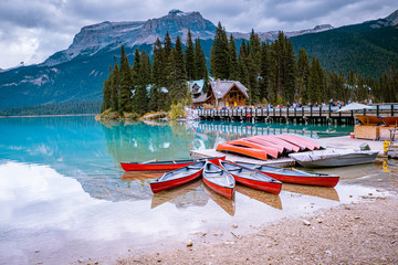 Emerald lake Yoho national park Canada British Colombia Fotobehang