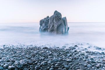 Foto auf Leinwand Weiß tranquil sea rock
