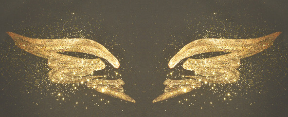 Ingelijste posters Vlinders in Grunge Golden glitter on abstract gold hand painted wings on black background