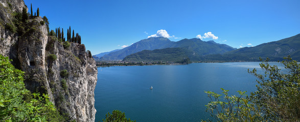 Fototapeten Küste beautiful view to garda lake italy from above