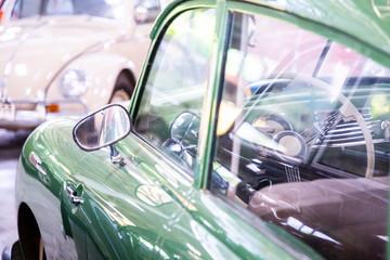Fond de hotte en verre imprimé Vintage voitures control wheel inside green classic car