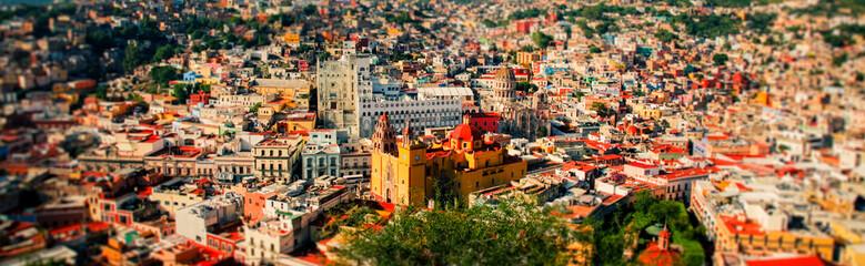 Panoramic cityscape of mexican city Guanajuato Mexico Papier Peint
