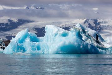 Printed kitchen splashbacks Glaciers Jökulsárlón glacial lagoon with icebergs during summer in Iceland.