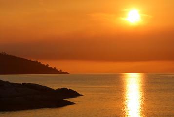 Sonnenuntergang in der Honeymoon Bay im Freycinet Nationalpark. Tasmanien. Australien